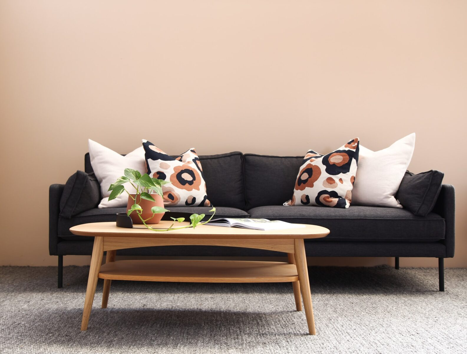 How to Decorate a Round Coffee Table