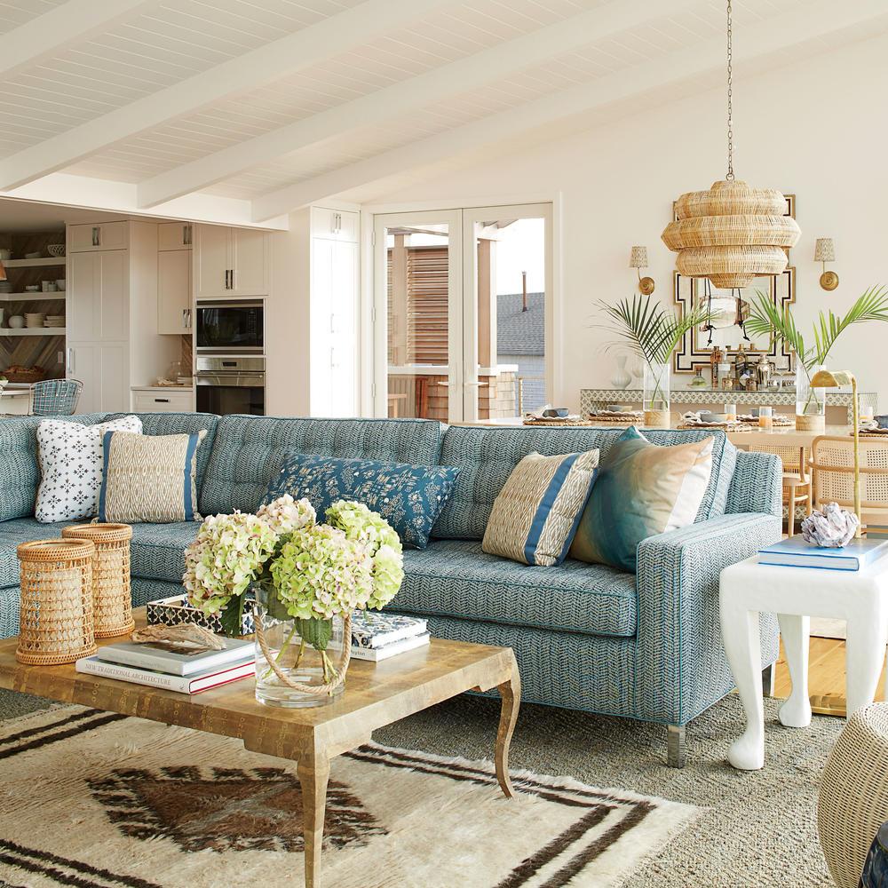 traditional coastal living room