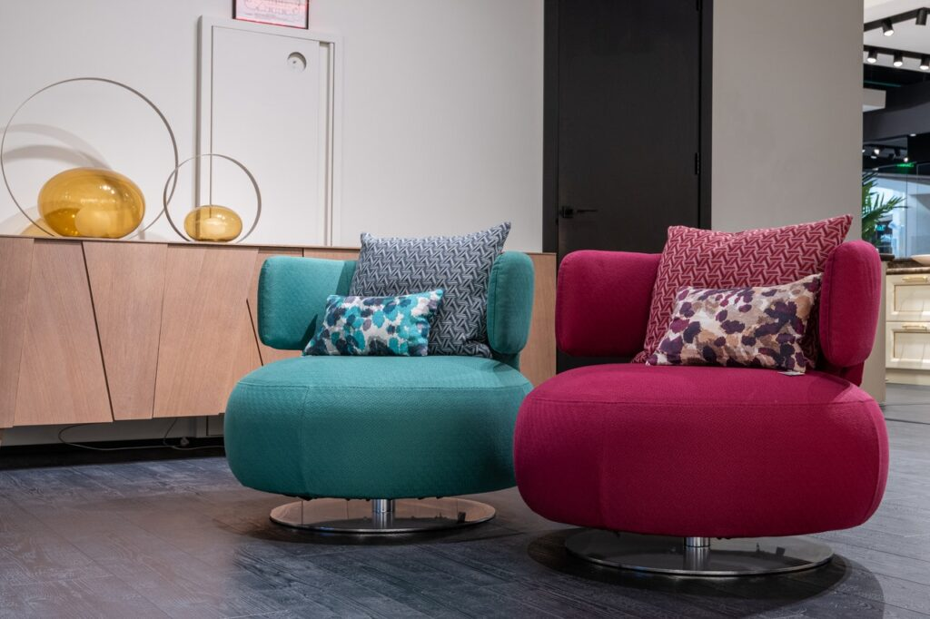 mixing living room furniture shapes